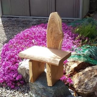 かわいい椅子型の飾り台(家具)
