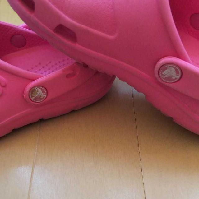 crocs(クロックス)のお値下げ!クロックス  女の子  C10(17.5) キッズ/ベビー/マタニティのキッズ靴/シューズ(15cm~)(スニーカー)の商品写真