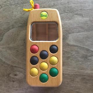 ファミリア(familiar)の木製 携帯電話おもちゃ(知育玩具)