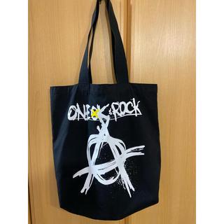 ワンオクロック(ONE OK ROCK)のワンオクロック トートバッグ 黒(ミュージシャン)