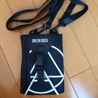 ワンオクロック(ONE OK ROCK)のワンオクロック 渚園 ライブ ケース スマホポーチ(ミュージシャン)