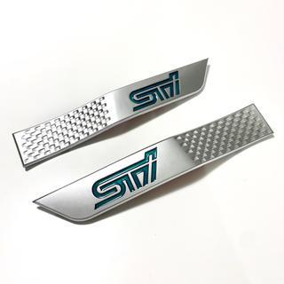 スバル(スバル)の【新品未使用】STI サイドガーニッシュ 車体のワンポイント装飾に【銀緑】(車外アクセサリ)