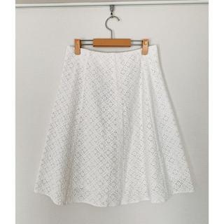 アツロウタヤマ(ATSURO TAYAMA)の白スカート 刺繍レース(ひざ丈スカート)