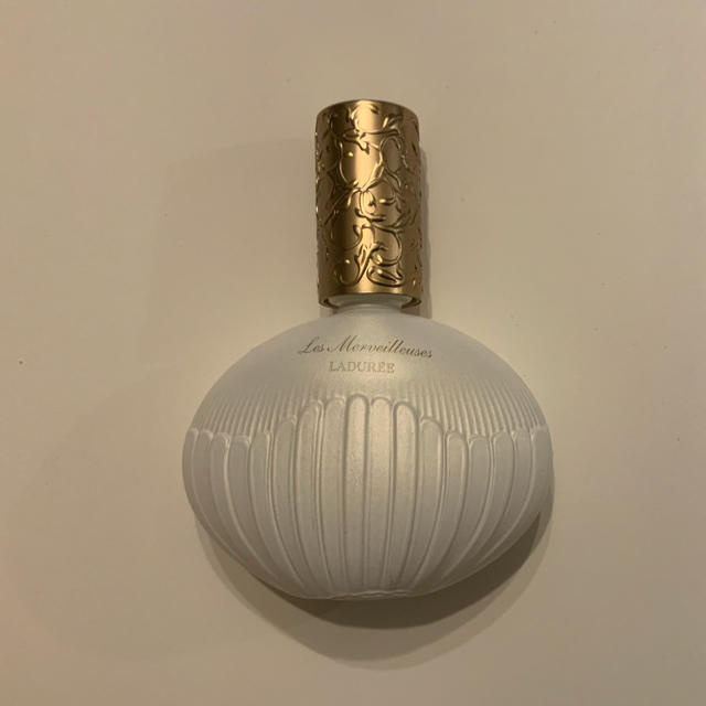 Les Merveilleuses LADUREE(レメルヴェイユーズラデュレ)のオー ド パルファン アムール ド メルヴェイユーズ 50ml コスメ/美容の香水(香水(女性用))の商品写真