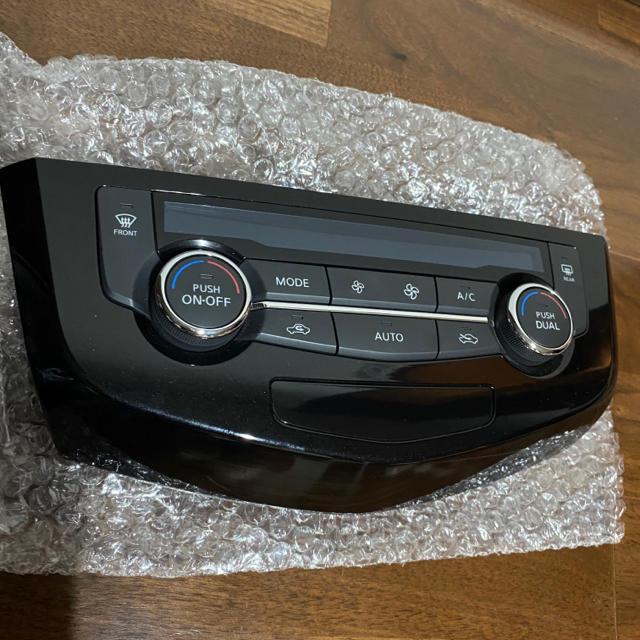 日産(ニッサン)のエクストレイル T32 エアコンコントロールパネル 自動車/バイクの自動車(車内アクセサリ)の商品写真