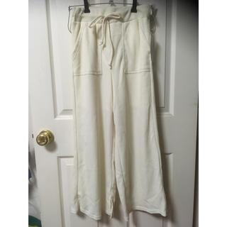 シマムラ(しまむら)の新品しまむら裾スリットワッフルワイドパンツL淡肌色(カジュアルパンツ)
