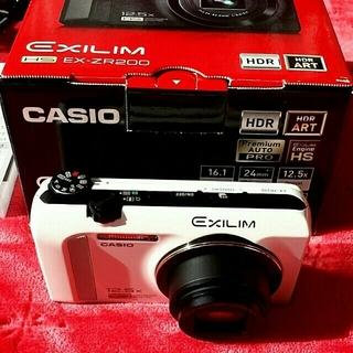 カシオ(CASIO)の【デジカメ】CASIO EXILIM HS EX-ZR200 - 白(コンパクトデジタルカメラ)