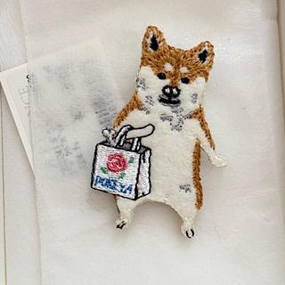 アッシュペーフランス(H.P.FRANCE)のポケファス 柴犬 お買い物ブローチ アッシュペーフランス(ブローチ/コサージュ)