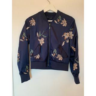 リリーブラウン(Lily Brown)のリリーブラウン サテン刺繍ジャケット(ノーカラージャケット)