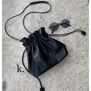 アメリヴィンテージ(Ameri VINTAGE)の巾着バッグ ショルダー ハンドバッグ 2way レザー調 モード カジュアル (ショルダーバッグ)