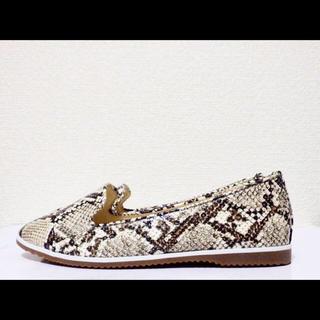 ダイアナ(DIANA)の22.5cm*新品*DIANA スネーク フラットシューズ ローファー パンプス(ローファー/革靴)