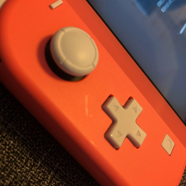 Nintendo Switch(ニンテンドースイッチ)のNintendo Switch LITE コーラル+キャリングケース エンタメ/ホビーのゲームソフト/ゲーム機本体(家庭用ゲーム機本体)の商品写真