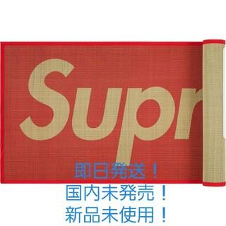 シュプリーム(Supreme)のかまぼこ様専用 Supreme Woven Straw Mat RED(キッチンマット)