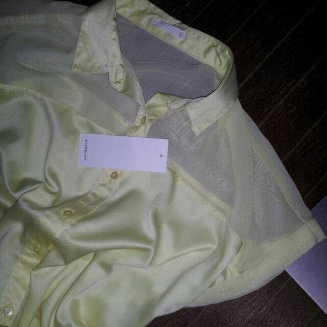 GU(ジーユー)のイエローシャツ 新品 レディースのトップス(シャツ/ブラウス(半袖/袖なし))の商品写真