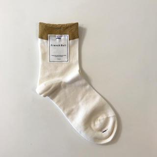 ネストローブ(nest Robe)の未使用 フレンチブル French Bullのソックス 靴下 ゴールド×オフ白(ソックス)