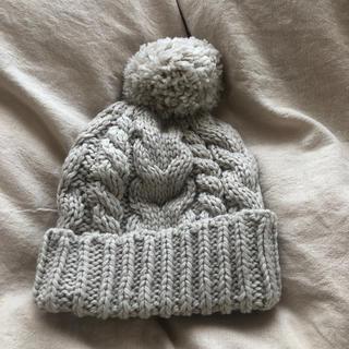 エイチアンドエム(H&M)のh&m ニット帽 ボンボン ホワイト(ニット帽/ビーニー)