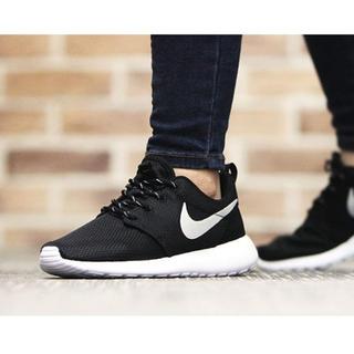 ナイキ(NIKE)の新品 ナイキ ローシ ワン(Nike Wmns Roshe One)(スニーカー)