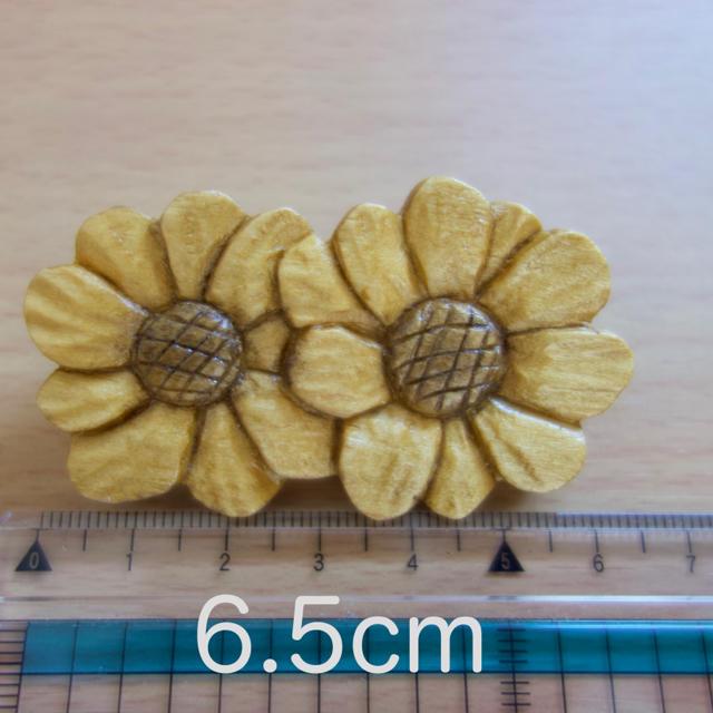 花の木製ブローチ レディースのアクセサリー(ブローチ/コサージュ)の商品写真