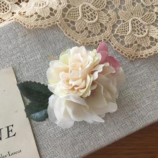 ホワイトバラとピンク、ホワイト紫陽花のコサージュ(コサージュ/ブローチ)