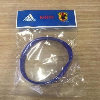 アディダス(adidas)の新品未使用 サッカー キリンチャレンジカップ2006限定リストバンド(バングル/リストバンド)