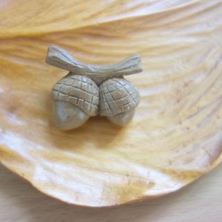 木製どんぐりのブローチ(コサージュ/ブローチ)