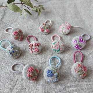 刺繍 花 くるみボタン ヘアアクセサリー