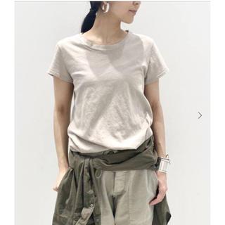 アパルトモンドゥーズィエムクラス(L'Appartement DEUXIEME CLASSE)のアパルトモン LACAUSA luxe frank tee Tシャツ ベージュ(Tシャツ(半袖/袖なし))