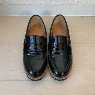 ジーユー(GU)のGU エナメル ローファー 黒 Sサイズ(ローファー/革靴)
