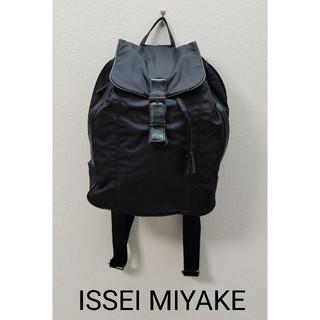 イッセイミヤケ(ISSEY MIYAKE)のISSEI MIYAKE  黒  リュック(リュック/バックパック)