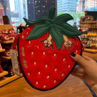 ディズニー(Disney)の上海ディズニー ポシェット ショルダーバッグ チップデール 苺 ポーチ ケース(キャラクターグッズ)