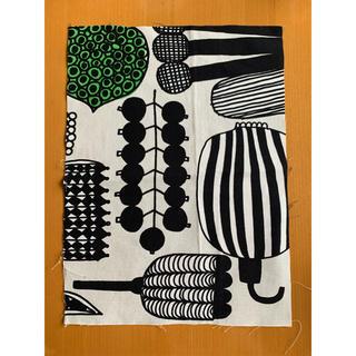 マリメッコ(marimekko)のマリメッコ 生地 ハギレ 約23×31cm(生地/糸)
