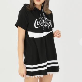 セシルマクビー(CECIL McBEE)のCECIL Mc BEE コカ・コーラ 半袖フード付きTシャツ (パーカー)