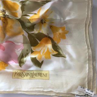 イヴサンローランボーテ(Yves Saint Laurent Beaute)のYves Saint Laurentの花柄スカーフ(バンダナ/スカーフ)
