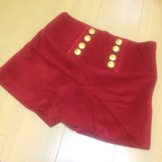 CHIC♡金ボタンの赤ウールショーパン(ショートパンツ)