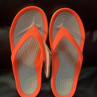 クロックス(crocs)の21㎝ 新品 クロックス スイフトウォーター フリップ(サンダル)