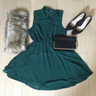 エイチアンドエム(H&M)のグリーン パーティドレス ワンピース(ミディアムドレス)