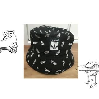 アディダス(adidas)のバケットハット(ハンチング/ベレー帽)