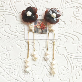brown flower × 淡水パール(ピアス)