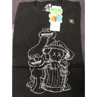 ユニクロ(UNIQLO)の【新品】UNIQLO ユニクロ UT KAWS カウズTシャツ Sサイズ(Tシャツ/カットソー(半袖/袖なし))