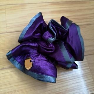 イランイラン(YLANG YLANG)のYLANGYLANG イランイラン 紫 パープル × ダークグレー シュシュ(ヘアゴム/シュシュ)