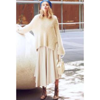 ミラオーウェン(Mila Owen)の《新品タグ付き》ミラオーウェン ウエストシャーリングアシメ光沢スカート(ロングスカート)