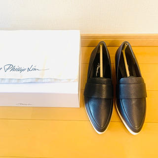 スリーワンフィリップリム(3.1 Phillip Lim)の3.1 Phillip Lim ローファー ネイビー 37.5(ローファー/革靴)