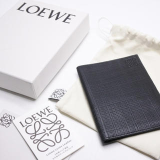 ロエベ(LOEWE)のLOEWE ロエベ パスポートケース パスケース ブラック レザー メンズ(名刺入れ/定期入れ)