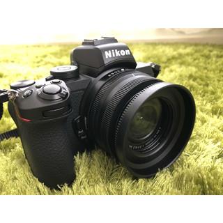 ニコン(Nikon)の【早い者勝ち!】ほぼ新品!NIKON Z50 16-50 VR レンズキット!(ミラーレス一眼)