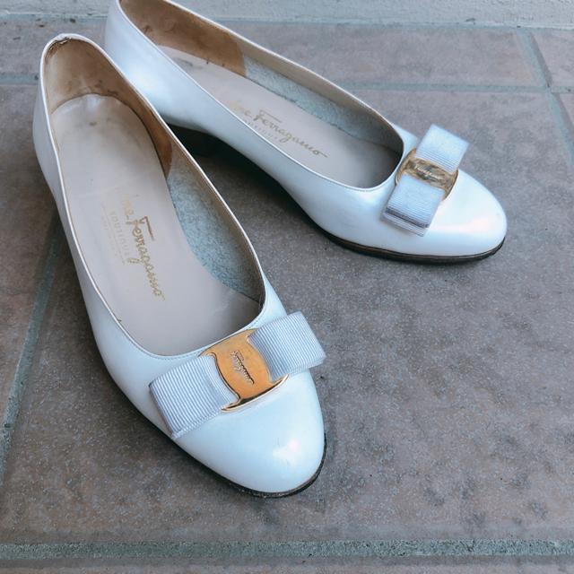 Salvatore Ferragamo(サルヴァトーレフェラガモ)のフェラガモ ヴァラ パンプス 22.5 レディースの靴/シューズ(ハイヒール/パンプス)の商品写真