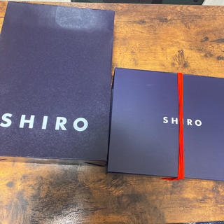 シロ(shiro)のSHIROの箱と袋(ショップ袋)