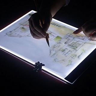 送料込 すぐに購入可  トレース台 A4 薄型 トーレスパネル LED調光(コミック用品)