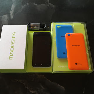 MADOSMA Q501A-WH ケース付き、ガラス面保護フィルム貼り付け済(スマートフォン本体)