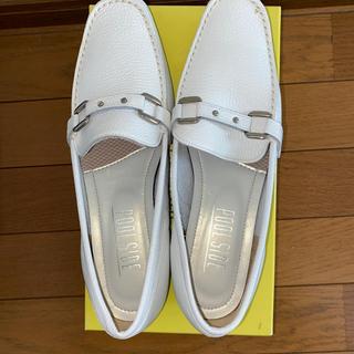 プールサイド(POOL SIDE)のPOOLSIDE 白ローファー革 サイズ23.5(ローファー/革靴)