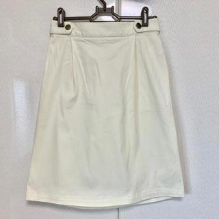 エージープラス(a.g.plus)のエージープラス フレアースカート タックスカート オフホワイト 膝丈(ひざ丈スカート)